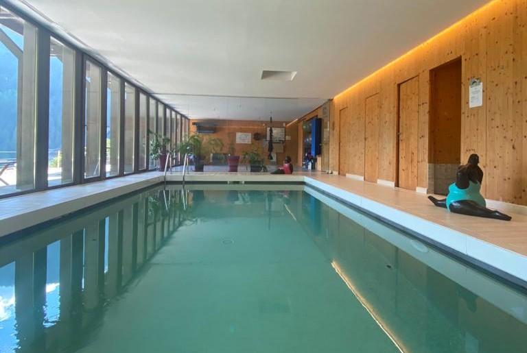 le-chalet-du-blanc-chambre-d-hotes-piscine-interieure-chauffe